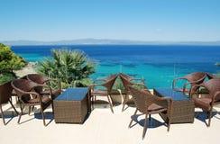 Ansicht von der Terrasse auf dem Türkismeer in Griechenland Stockfotografie