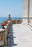 Ansicht von der Terrasse des Luxuxlandhauses Lizenzfreie Stockbilder