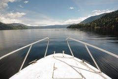 Ansicht von der Vorderseite des beweglichen Bootes Lizenzfreie Stockbilder