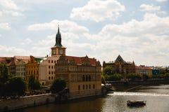 Ansicht von die Moldau-Fluss in Prag, Tschechische Republik stockfotografie