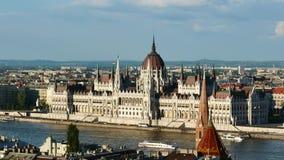 Ansicht von Donau- und Parlamentsgebäude, Budapest, Ungarn stock video