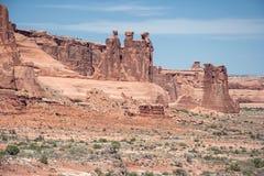 Ansicht von drei Klatsch entlang Nord-Park Avenue im Bogen-Nationalpark Utah USA Stockfotos