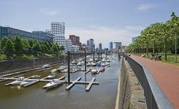 Ansicht von Dusseldorf in dem Fluss Rhein in Deutschland Stockfotos