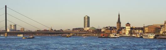 Ansicht von Dusseldorf und von Rhein in Deutschland Stockbild