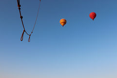 Ansicht von einem Heißluftballonfliegen über Luxor Lizenzfreie Stockfotos