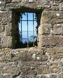 Ansicht von einem Schlossfenster Stockfotografie