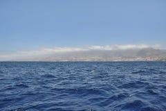 Ansicht von einem Seeschiff in Richtung zu Costa Adeje, Teneriffa, Kanarische Inseln Lizenzfreie Stockbilder