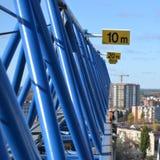 Ansicht von einem Turmkran lizenzfreie stockbilder