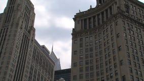 Ansicht von einem Watertaxi bei Chicago River stock video footage