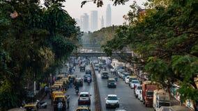 Ansicht von einer Brücke einer Verkehrsstadt von Bombay während eines Tages lizenzfreie stockfotografie