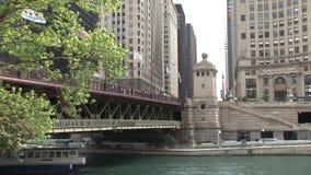 Ansicht von einer Fähre bei Chicago River stock video