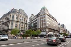 Ansicht von einer von Stadtstraßen mit Autos und Leuten, Stockfotos