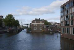 Ansicht von Entrepotdok-Kanal stockbild