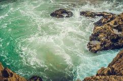 Ansicht von Felsen zu Ozean Stockbild