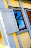 Ansicht von Fenstern eines Hauses Stockbild