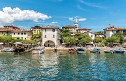 Ansicht von Fischer Insel oder Isola-dei Pescatori, eine der Borromean-Inseln von See Maggiore in Piemont von Nord-Italien Lizenzfreie Stockfotografie
