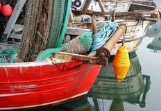Ansicht von Fischerbooten in kleiner Stadt Chioggia in der venetianischen Lagune stockbild