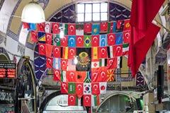 Ansicht von Flaggen im großartigen Basar in Istanbul Stockbilder