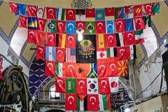 Ansicht von Flaggen im großartigen Basar in Istanbul Stockbild