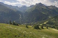 Ansicht von Gampen, in den österreichischen Alpen Stockbilder