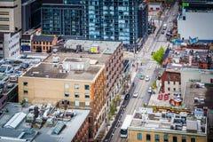 Ansicht von Gebäuden entlang Adelaide Street in der Unterhaltung DIS Stockfoto