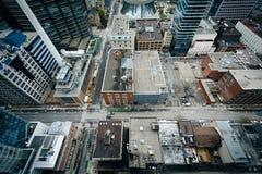 Ansicht von Gebäuden entlang Adelaide Street und Simcoe-Straße, tun herein Stockfoto