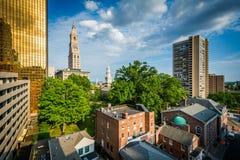 Ansicht von Gebäuden in im Stadtzentrum gelegenem Hartford, Connecticut stockbild