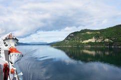 Ansicht von Geirangerfjord Norwegen von der Rückseite des Kreuzschiffs Magellan Lizenzfreie Stockfotos