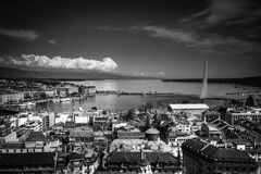 Ansicht von Genfersee vom Kathedralen-Saint Pierre lizenzfreies stockbild