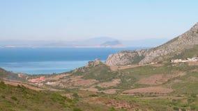 Ansicht von Gibraltar vom warmen sonnigen Tag der afrikanischen Küste stock video