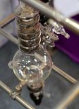 Ansicht von Glaswaren in der Labor- oder pharmaindustrie stockfotografie