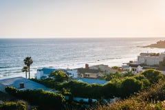 Ansicht von Häusern entlang dem Pazifischen Ozean, in Malibu, Kalifornien Lizenzfreies Stockfoto
