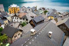 Ansicht von Hallstatt-Dorf tradidional Dachspitzen Stockbild