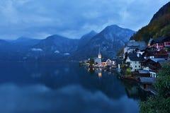 Ansicht von Hallstatt vor Dämmerung, Österreich lizenzfreie stockbilder