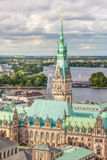 Ansicht von Hamburg vom Spitzenpunkt auf Rathaus Stockfotografie