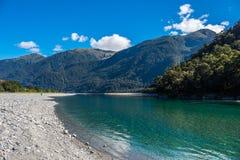 Ansicht von Hasst-Fluss vom Brüllen von Billy Falls Track, gelegen in strebendem Nationalpark Mt, Neuseeland stockbild