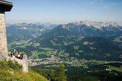 Ansicht von Hitlers Eagles Nest im Tal Stockfoto