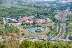 Ansicht von Hnevin-Schloss zur alten Brücke stockfotografie