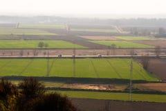 Ansicht von Hoch zu Ackerland-und Sonnenuntergang-Straße Lizenzfreies Stockfoto