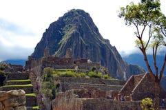 Ansicht von Huayna Picchu von den Ruinen von Macchu Picchu Lizenzfreies Stockfoto