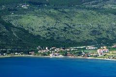 Ansicht von Igalo und das adriatische Meer in Montenegro Lizenzfreies Stockfoto