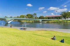 Ansicht von im Stadtzentrum gelegenem Adelaide mit Leuten in Australien Lizenzfreies Stockbild
