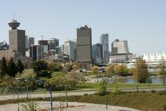 Ansicht von im Stadtzentrum gelegenem Vancouver von der Hauptstraßenbrücke Lizenzfreie Stockbilder