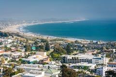 Ansicht von im Stadtzentrum gelegenem Ventura und von Pazifikküste von Grant Park, Lizenzfreies Stockfoto