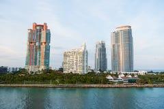 Ansicht von im Stadtzentrum gelegenen Skylinen Miamis an sonnigem Lizenzfreie Stockfotografie