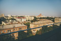 Ansicht von im Stadtzentrum gelegenen Weinlesegebäuden Kiews stockfotografie