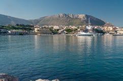 Ansicht von Insel Sizilien mit Yacht, sehen und setzen auf den Strand Stockfotografie