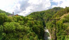 Ansicht von Intragna und von Eisenbahnbrücke Stockbilder