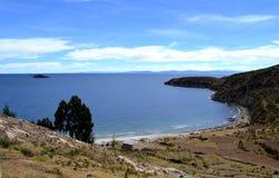 Ansicht von Isla del Sol auf Titicaca See, Bolivien stockbild