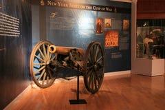 Ansicht von Kampfmittel im Hauptraum, Staat New York-Militärmuseum und Veteranen-Forschungszentrum, Saratoga, 2015 Lizenzfreies Stockfoto